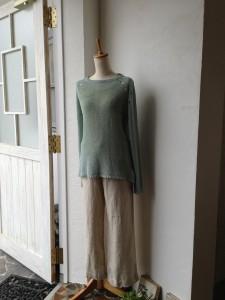 ミントグリーンのセーター